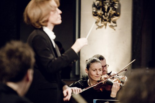 Laurence Equilbey et Insula orchestra ©Julien Mignotpetit.jpg