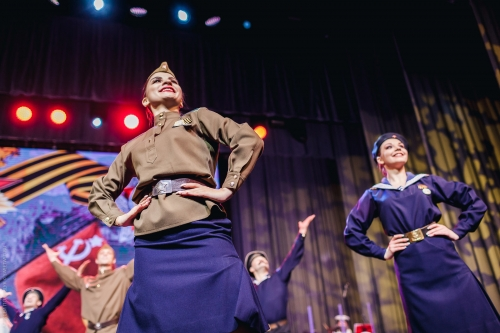 Chœurs et Danses, Tournée, Marins, spectacles, armée rouge